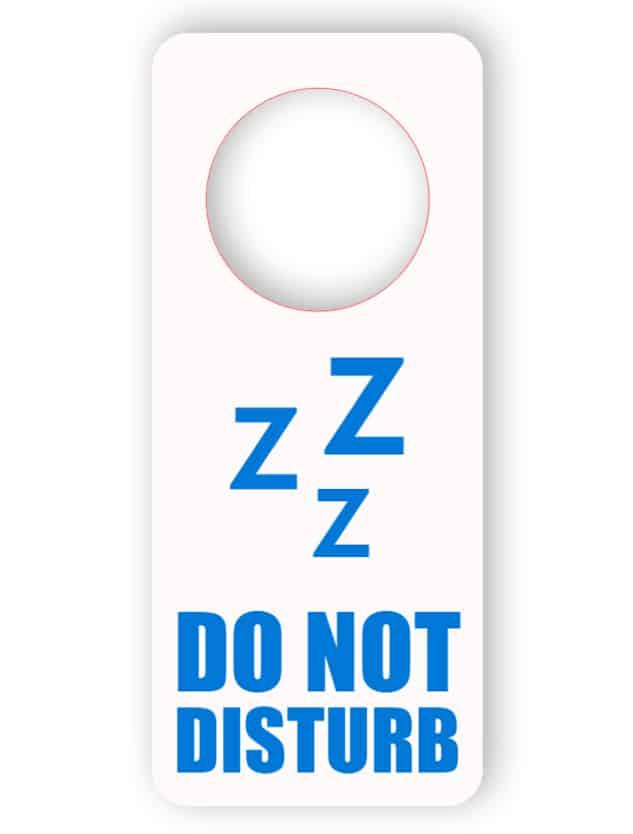 Stör inte i dörrhängaren - vit med blå