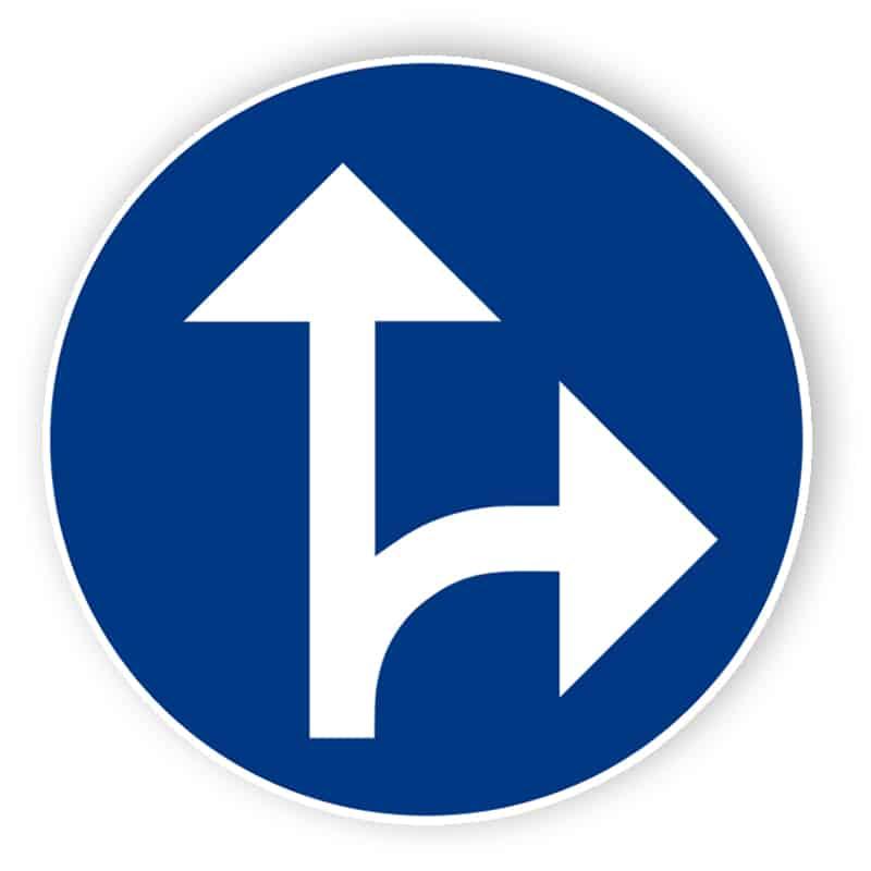 Påbjuden körriktning rakt fram eller höger